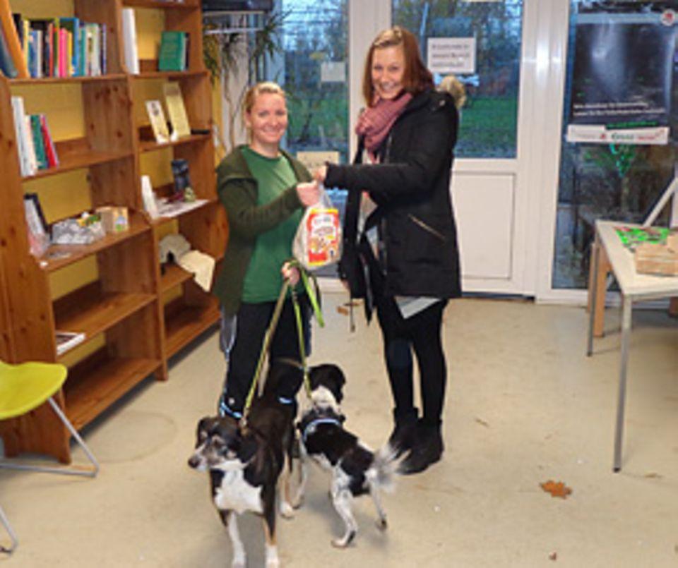 Backen: Wiebke Plasse von GEOlino.de brachte ihre Leckerlies ins Tierheim Arche Noah in der Nähe von Bremen, www.tierheim-arche-noah.de