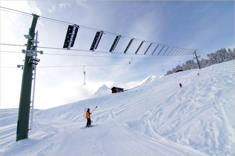 Öko-Urlaub: In Tenna im Schweizerischen Graubünden steht der weltweit erste Solarskilift, der 2012 mit dem Schweizer Solarpreis ausgezeichent wurde