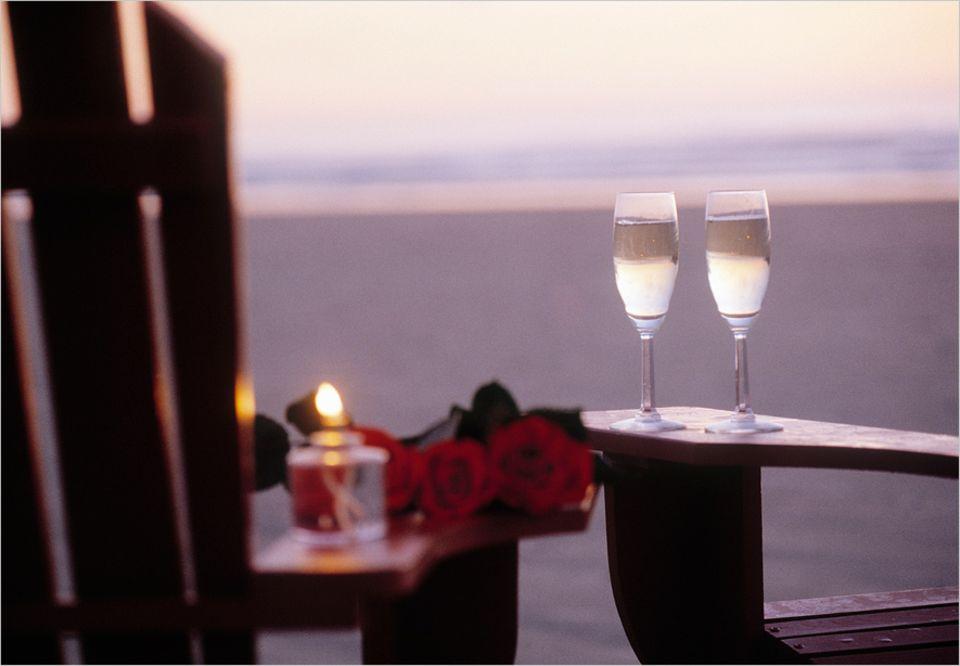 Romantik-Glosse: Ein romantisches Dinner am Strand kann zur Scheidung führen, so Hans Zippert