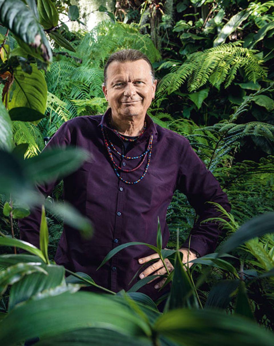 Tierethik: Prof. Dr. Volker Sommer, 58, zählt zu den renommiertesten Affenforschern weltweit. Er lehrt in London und betreibt in Nigeria eine Feldstation zur Beobachtung frei lebender Schimpansen