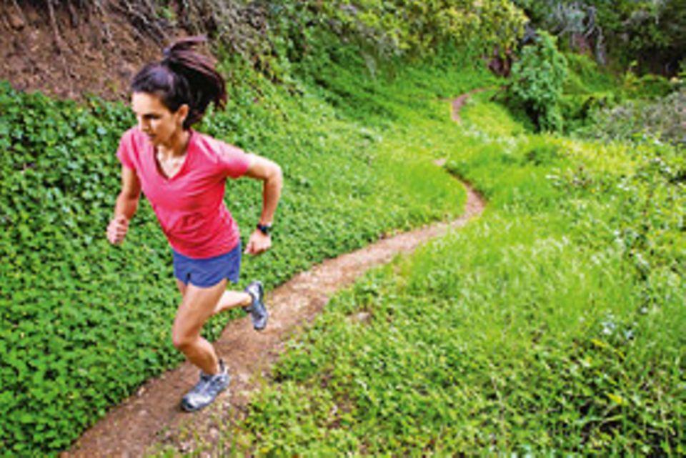 Die ideale Sportart für Einsteiger: Wer mit dem Joggen beginnt, darf auf rasche Trainingserfolge hoffen und schafft sich Schritt für Schritt die Grundlage für die meisten anderen Disziplinen: eine gute Ausdauer