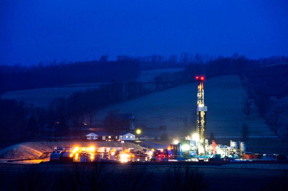 Erdgasförderung: In Nordamerika wird schon an hunderttausenden Bohrlöchern Schiefergas gefrackt. Experten warnen, dass die Risiken zu wenig erforscht sind