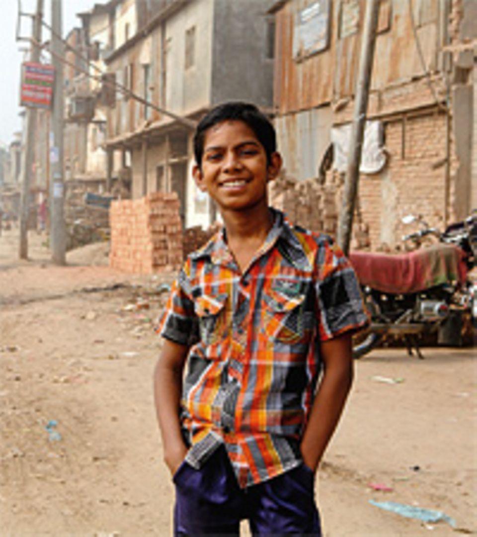 Land unter: Im Mai 2010 überschwemmte der Monsunregen ganze Ortschaften in Bangladesch - auch Muhammads Dorf. Seither hat sich fast alles in seinem Leben verändert. Muhammad ist in die Hauptstadt Dhaka gezogen, um dort in einer Fabrik zu arbeiten. Millionen Kinder in Bangladesch müssen wie der Elfjährige schuften, um ihre Familien zu unterstützen
