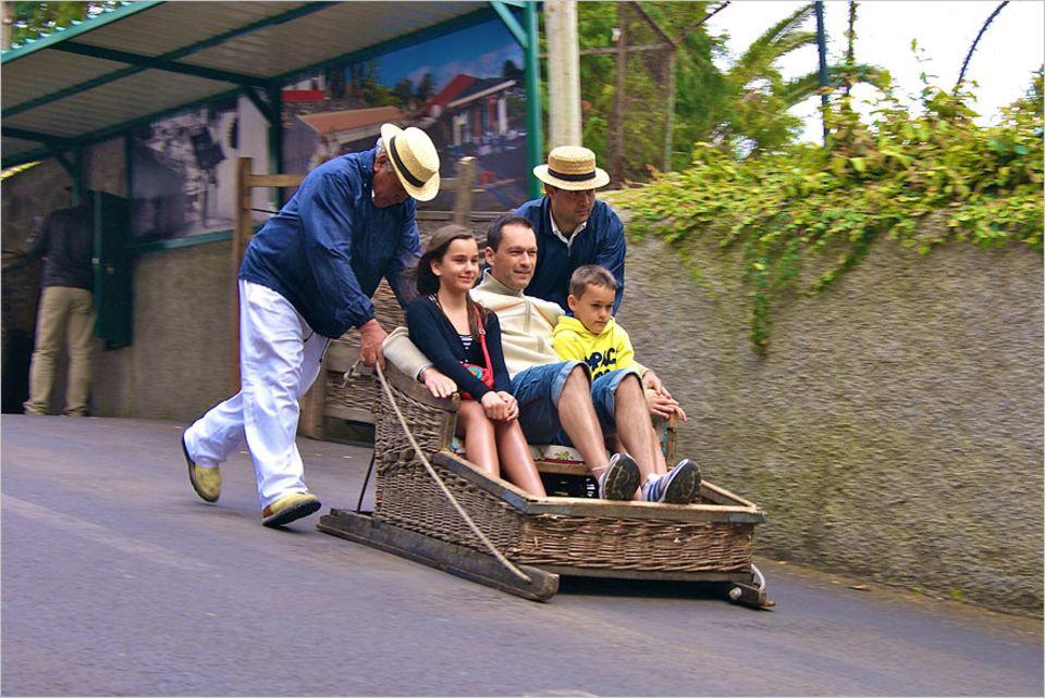 Madeira: Bis zu 40 Kilometer die Stunde können die Korbschlitten erreichen