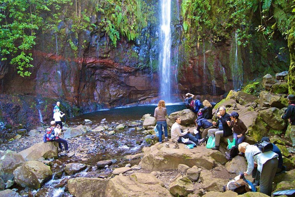 Madeira: Das Ziel der Wanderung ist das Wasserbecken der 25 Quellen