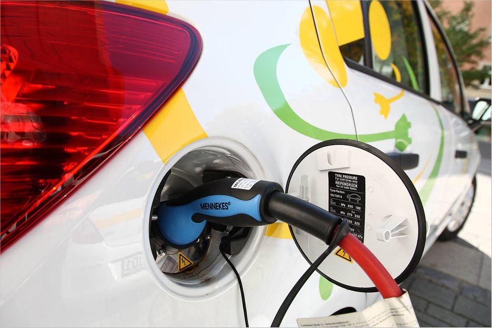 Elektromobilität: Was Elektroautos so teuer macht