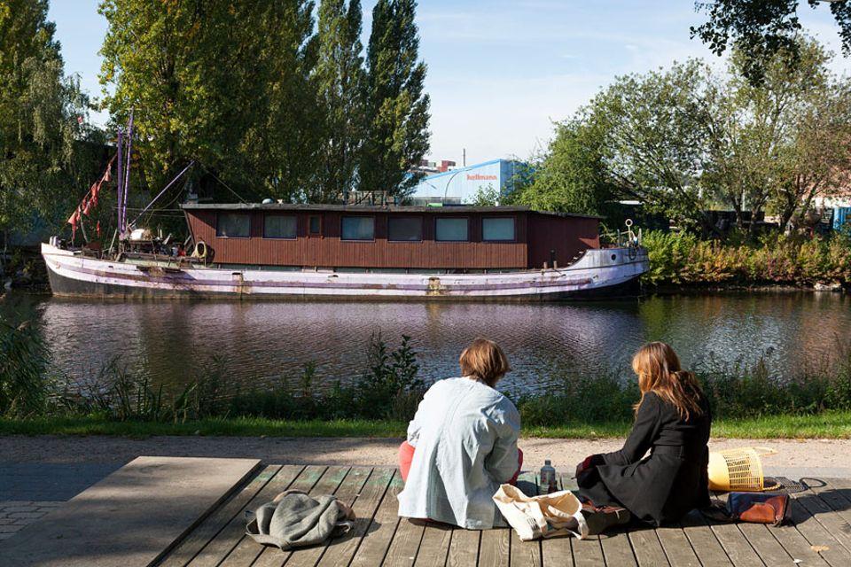 Hamburg: Der Veringkanal auf der Elbinsel von Wihlemsburg ist DER Treffpunkt zum Entspannen