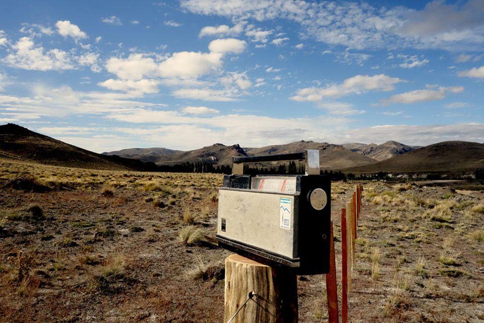 """Für die Menschen in der """"Zona Rural"""" sind Telefon oder Internet unerreichbar. Einziger Luxus sind das Radio und die tägliche Sendung von Radio Nacional"""