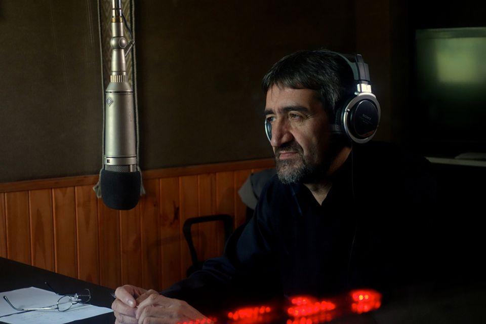 Ruben Lagri ist Moderator des Radio National in Bariloche. Täglich zweimal verliest er persönliche Mitteilungen und Botschaften von und an Menschen in den entlegenen Regionen Patagoniens