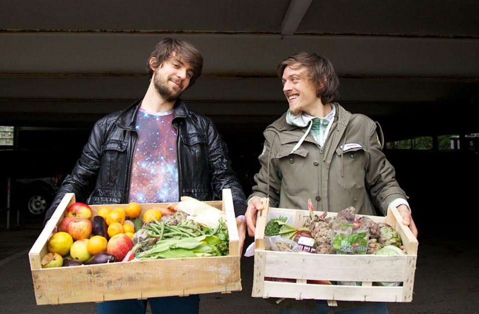 Serie: Jeder Deutsche wirft jedes Jahr knapp 82 Kilogramm Lebensmittel in den Müll - vieles davon ist noch essbar. Die Lösung: Teilen statt entsorgen finden Foodsharer Raphael Fellmer und Benjamin Schmitt
