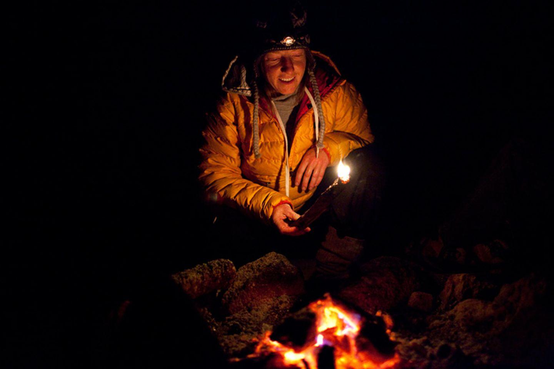 Redewendung: Mit Zunder entfacht man üblicherweise ein Feuer