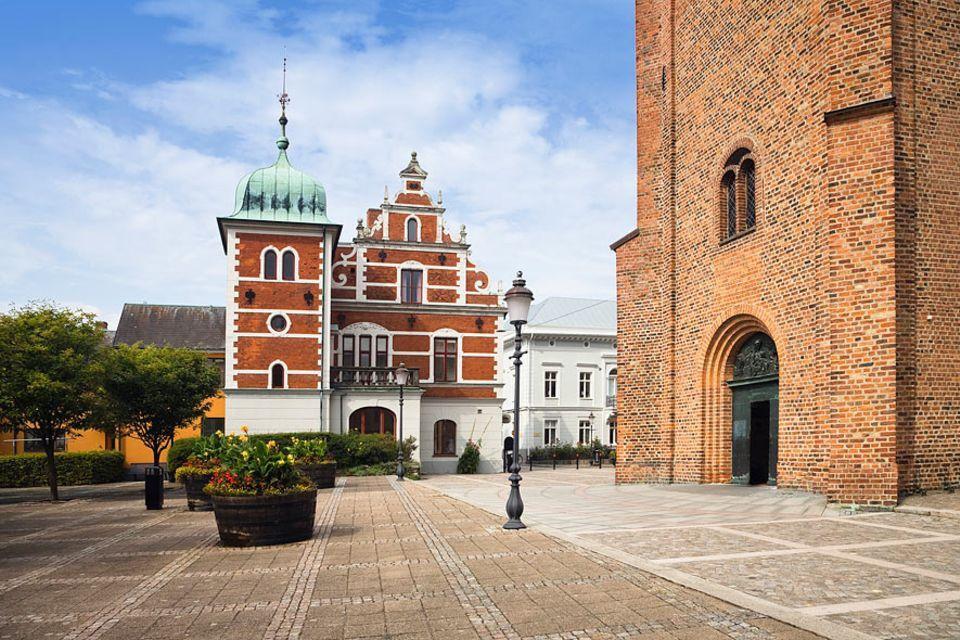 Reisen per Buch: In der beschaulichen Altstadt der südschwedischen Stadt Ystad jagt Kommissar Wallander Verbrecher