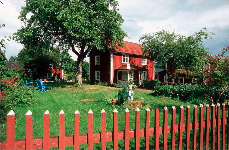 """Reisen per Buch: Wer Bullerbü sehen möchte, muss in das kleine Dorf Sevedstorp fahren. Hier wurde Astrid Lindgrens Vater geboren sowie die Idee zu ihrem Roman """"Die Kinder von Bullerbü"""""""
