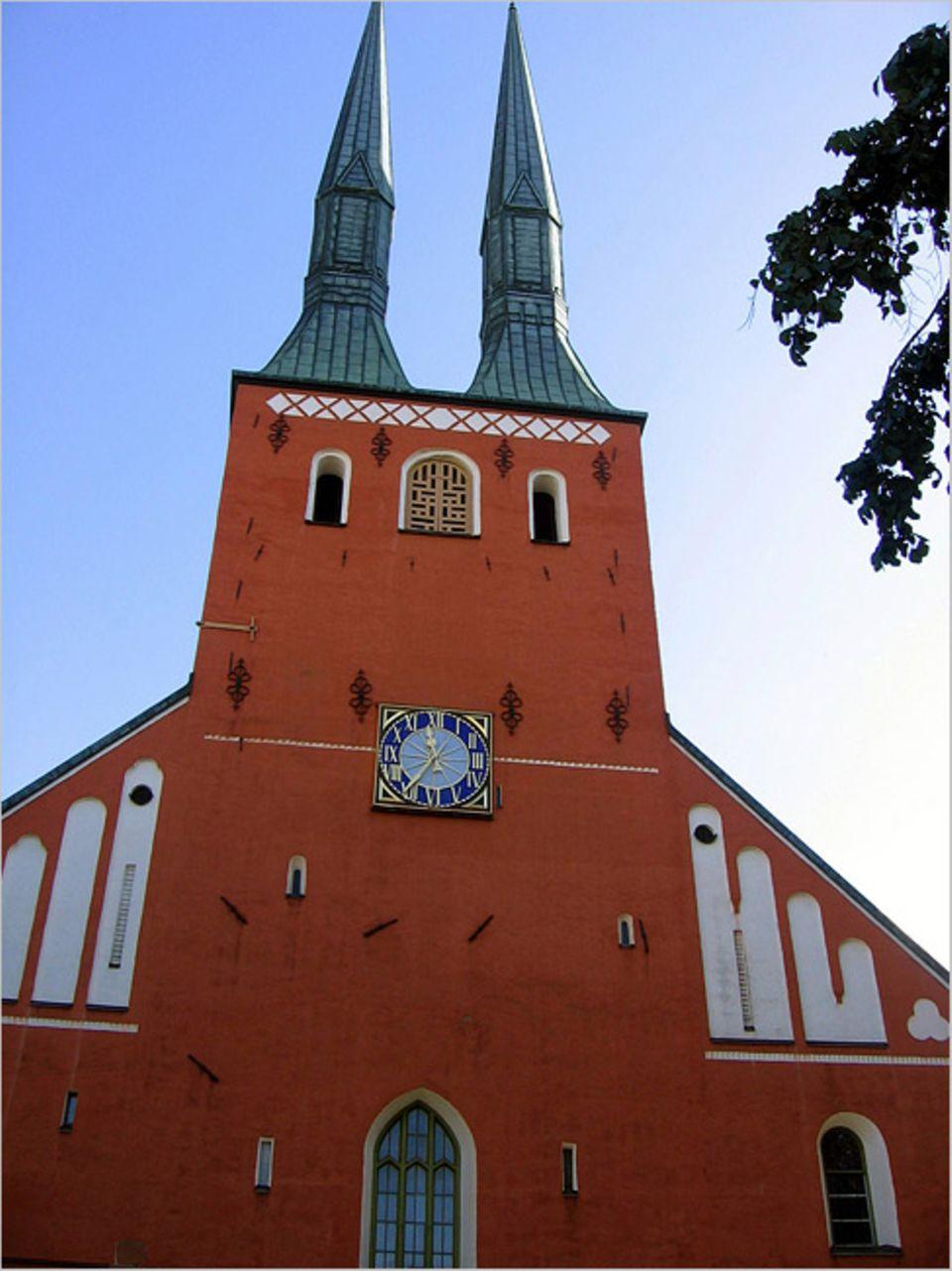 Reisen per Buch: Die markante Kirche von Växjö erblickt Stina Foss schon kurz nach ihrer Ankunft in Schweden