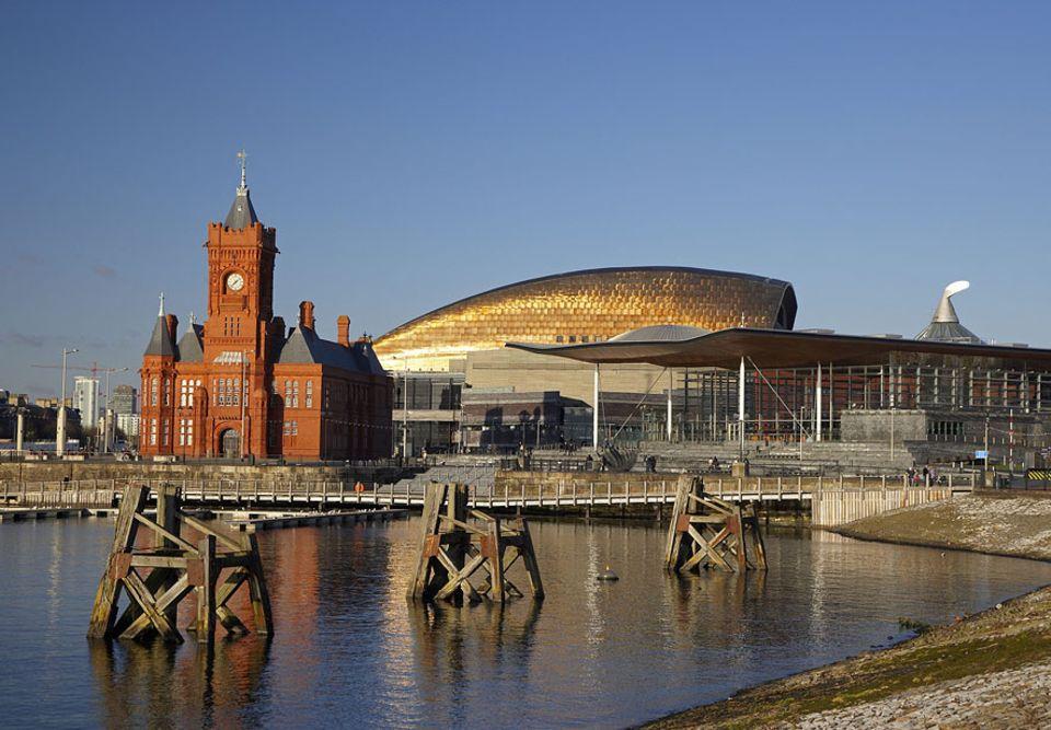 Wales: Der einstige Kohlehafen von Cardiff verbindet heutzutage nicht nur architektonisch Geschichte mit Moderne