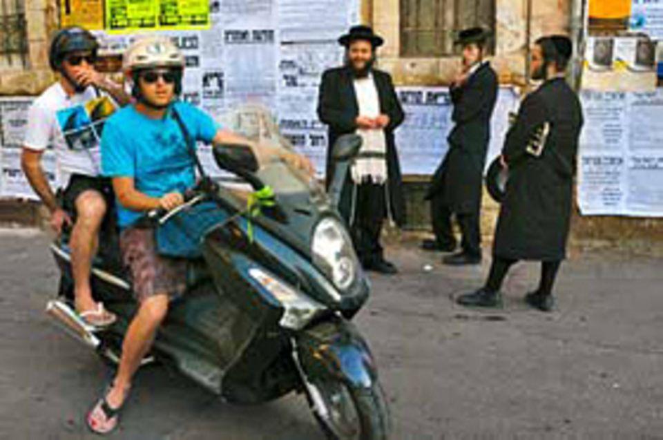 Straßenszene in Jerusalem: Weltliche und ultraorthodoxe Juden haben fast nichts mehr miteinander gemein