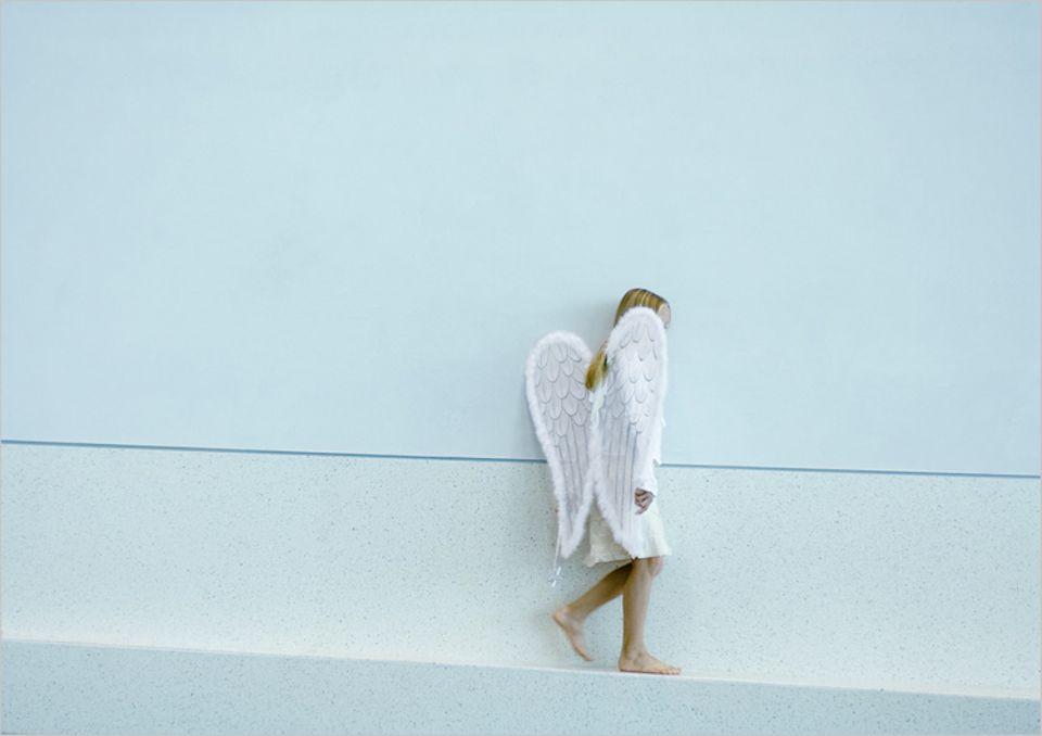 Redewendung: Von einem Engel, der durchs Zimmer geht, spricht man, wenn es ganz plötzlich mitten im Gespräch leise wird