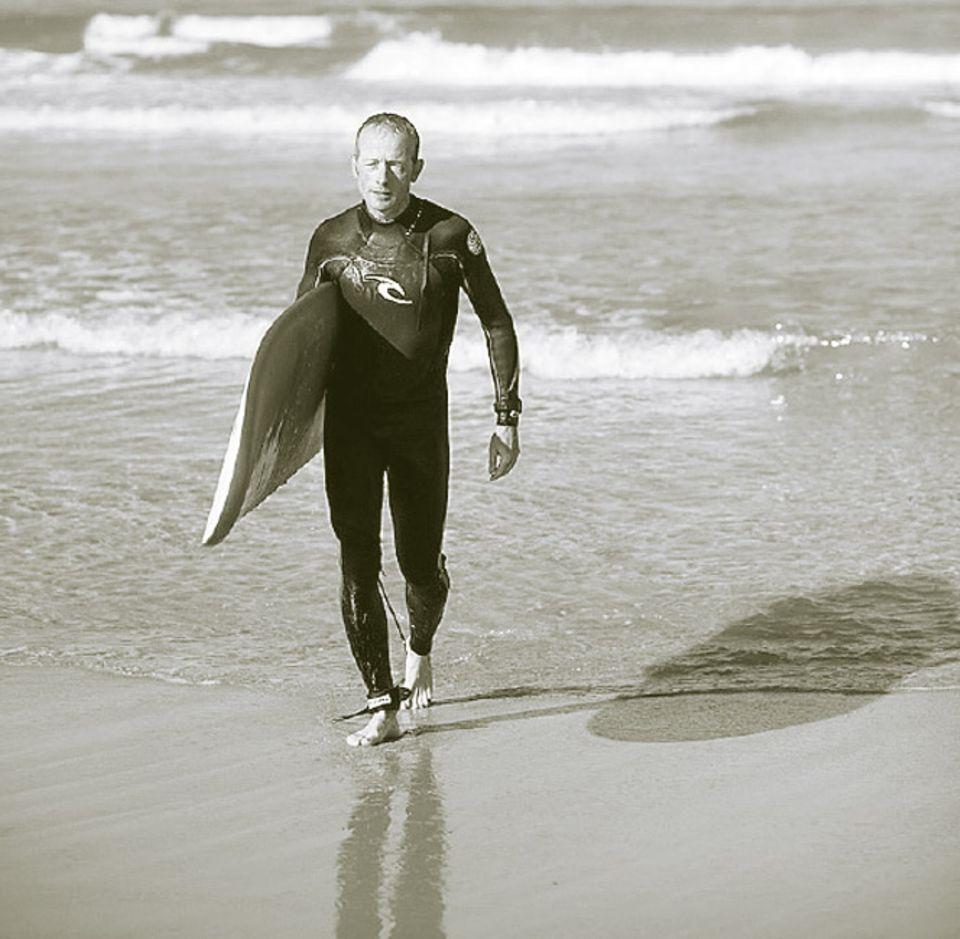 Portugal: Portugals Küste ohne Brett entdecken, das geht nicht. Auch Autor Jörg Spaniol bekam das Surfbrett untergeschnallt