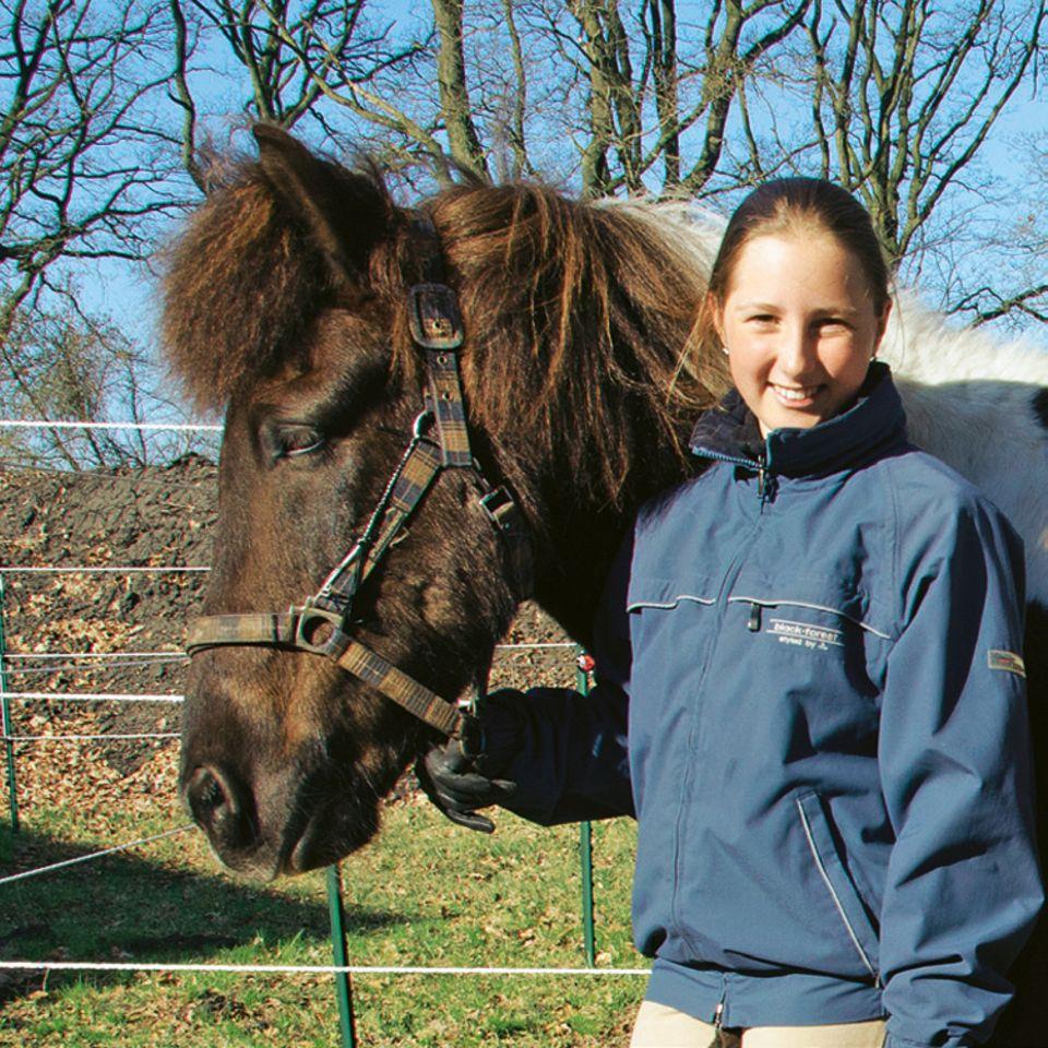 Pferde: Islandpferde sind Elisas Leidenschaft. Fast jeden Tag ist das Mädchen deshalb in und am Stall, um ihre beiden Pferde zu versorgen und zu reiten