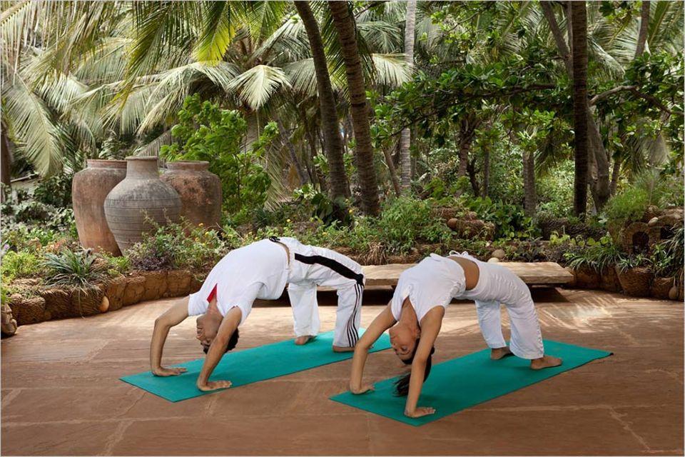 Ozeanische Erlebnisse: Unsere Autorin schaffte es in Sri Lanka auch ihren sehr skeptischen Freund von Yoga zu überzeugen