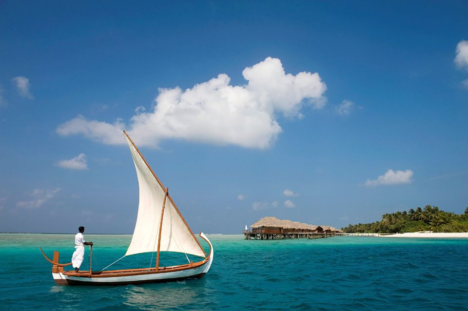 Indischer Ozean: Paradiesisch: Ein Törn mit dem traditionellen Segelboot, dem Dhoni Boot