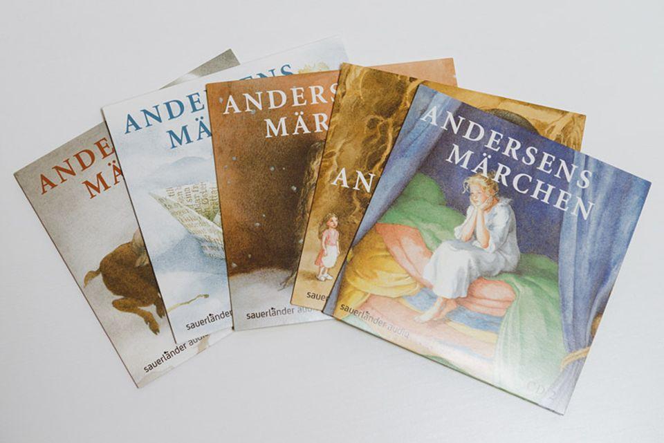 Hörbuchtipp: Die fünf CDs stecken jeweils in unterschiedlich märchenhaft verzierten Hüllen