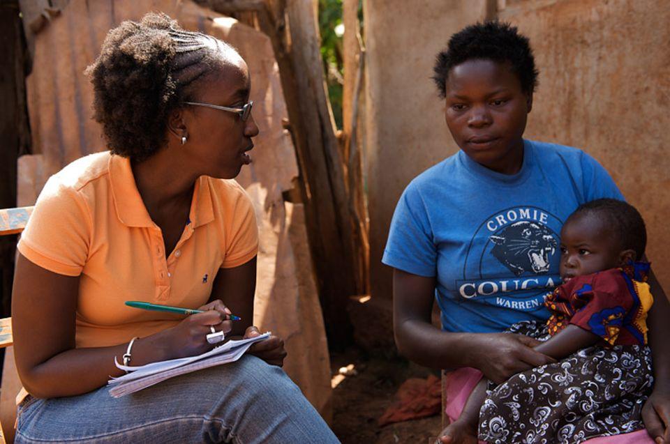 Frauenrechte: Die 13-jährige Asprina ist bereits zweifache Mutter. Das ist keine Seltenheit in Tansania. Aspria lebt wieder bei ihren Eltern, da ihr Mann sie misshandelt hat