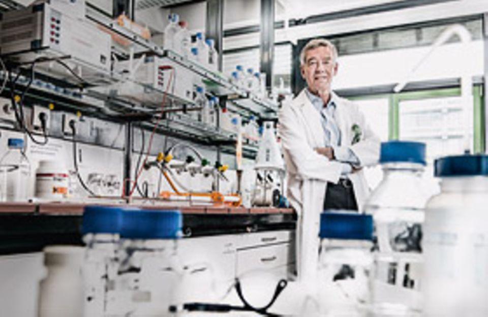 Prof. Hanns Hatt ist einer der weltweit renommiertesten Geruchsforscher. Als Inhaber des Lehrstuhls für Zellphysiologie an der Ruhr- Universität Bochum ergründet er die molekularen Mechanismen des Riechens und untersucht, wie Düfte unser Leben beeinflussen