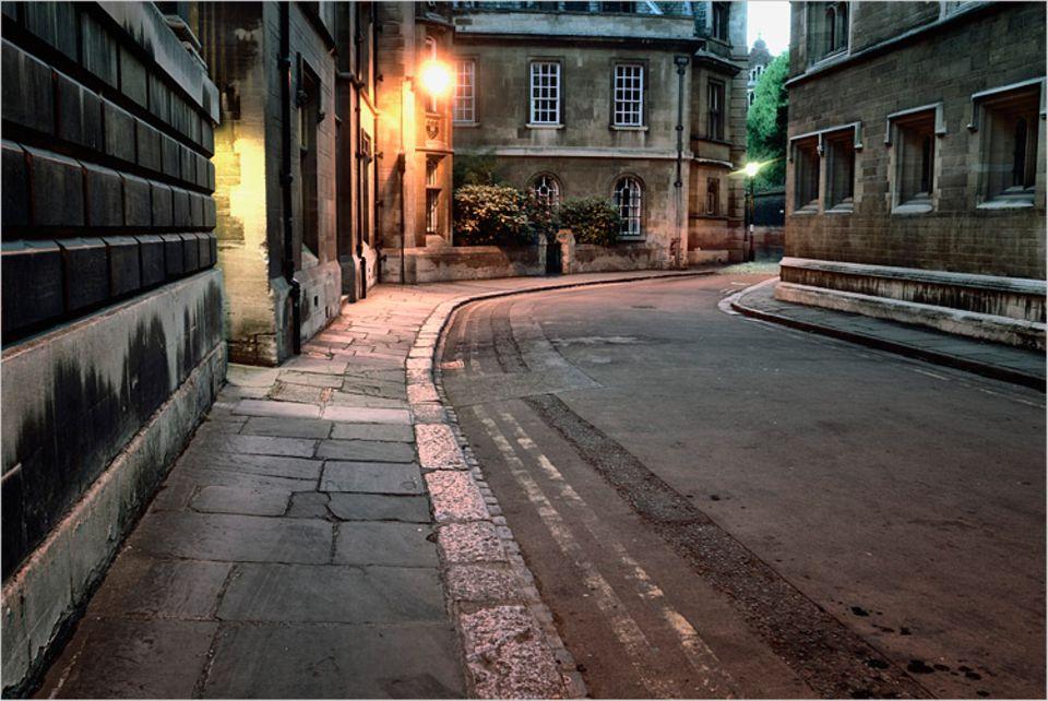Redewendung: Leere Straßen, keine Menschen - hier könnte man die Bürgersteige hochklappen