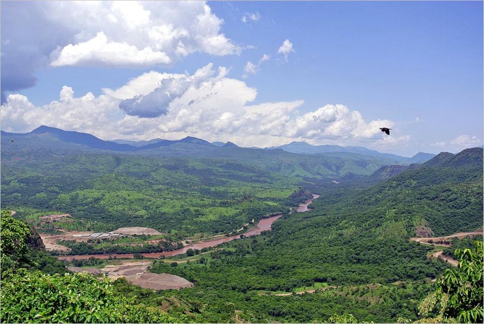 Äthiopien: Weltkulturerbe in Gefahr: Die Baustelle des Gibe III-Staudamms im Jahr 2012