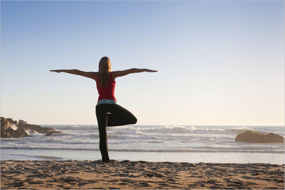 Yogareisen: Sonnengruß oder herabschauender Hund: Yoga kann anstrengend und entspannend sein