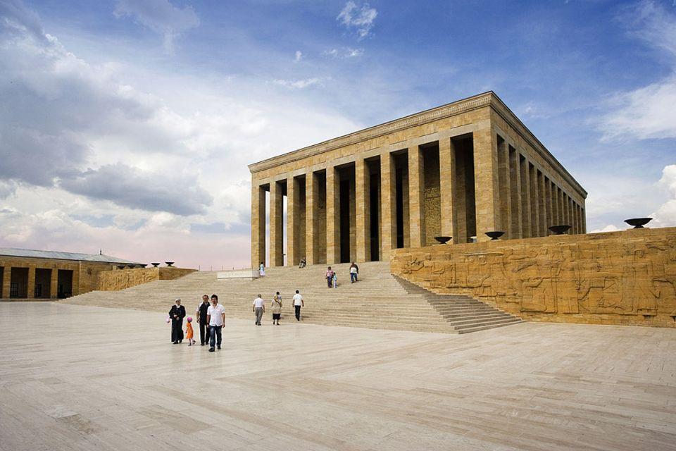 Sprachkurs: Eines der Sehenswürdigkeiten von Ankara das imposante Aatürk-Mausoleum Anitkabir
