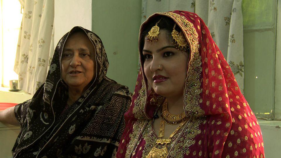 Edhi und Bilquis versuchen den jungen Frauen, die in ihren Häusern aufwachsen eine Zukunft zu geben, indem sie sie verheiraten