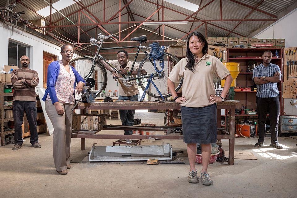 Lowtech-Erntehilfe: Fahrräder zu Dreschmaschinen