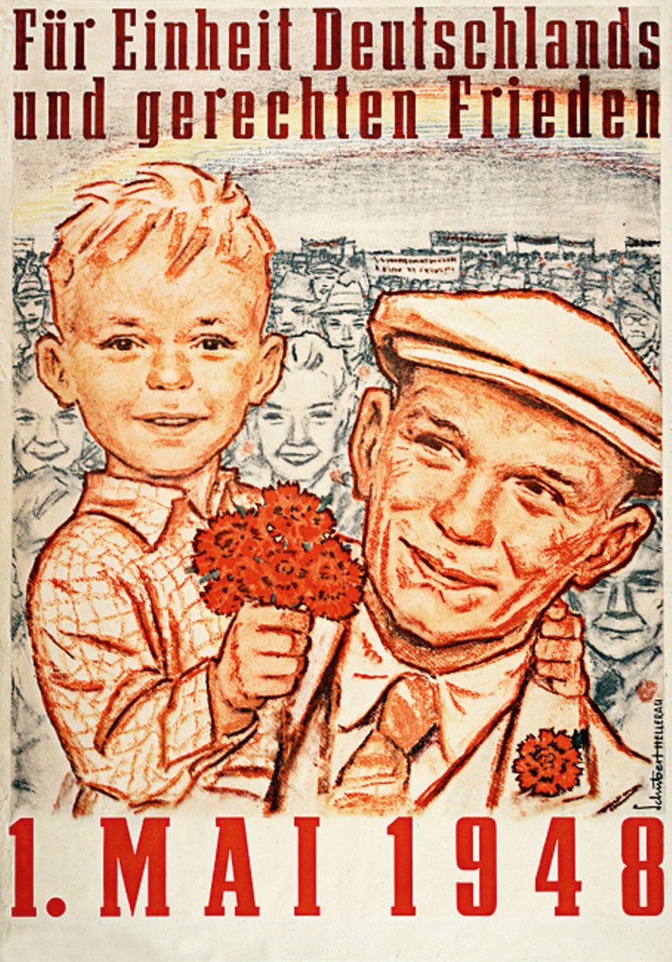 1949: Gründung der DDR: 1948 setzt Sowjetdiktator Stalin noch auf ein von ihm dominiertes, wiedervereintes Deutschland. Auch die SED wirbt dafür