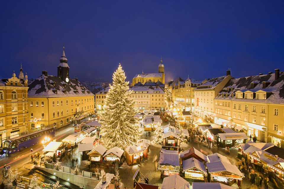 Erzgebirge: Der Weihnachtsmarkt von Annaberg-Buchholz: das Epizentrum der Vorweihnachtszeit im Erzgebirge