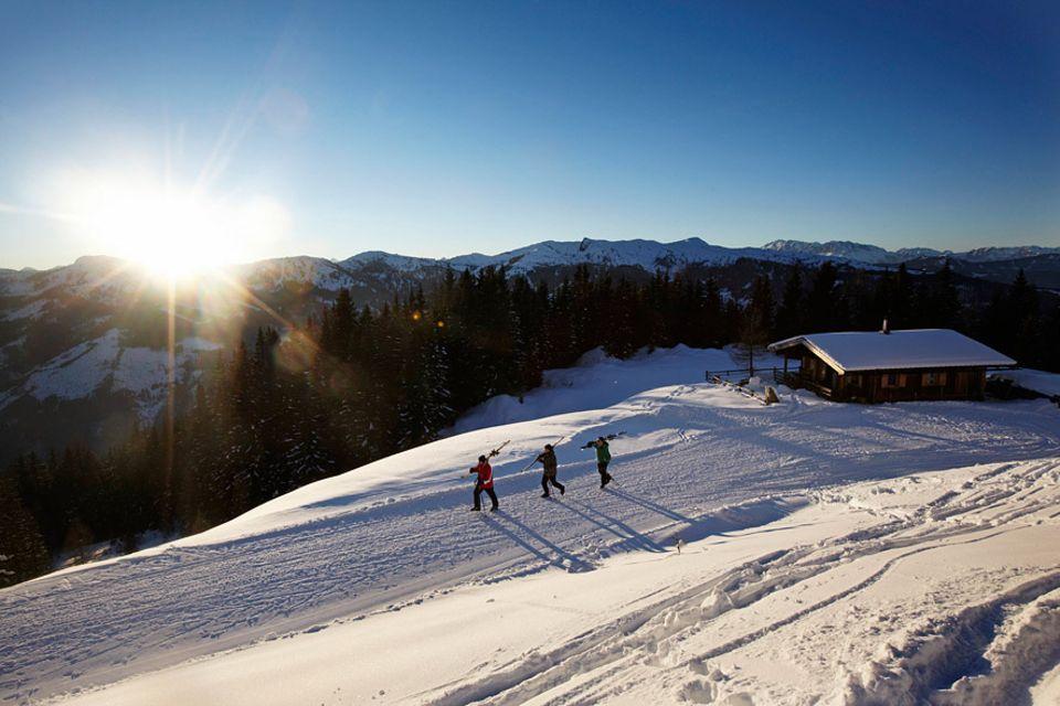 Almhütten: Der Traum eines jeden Wintersportlers: vom Bett auf die Piste