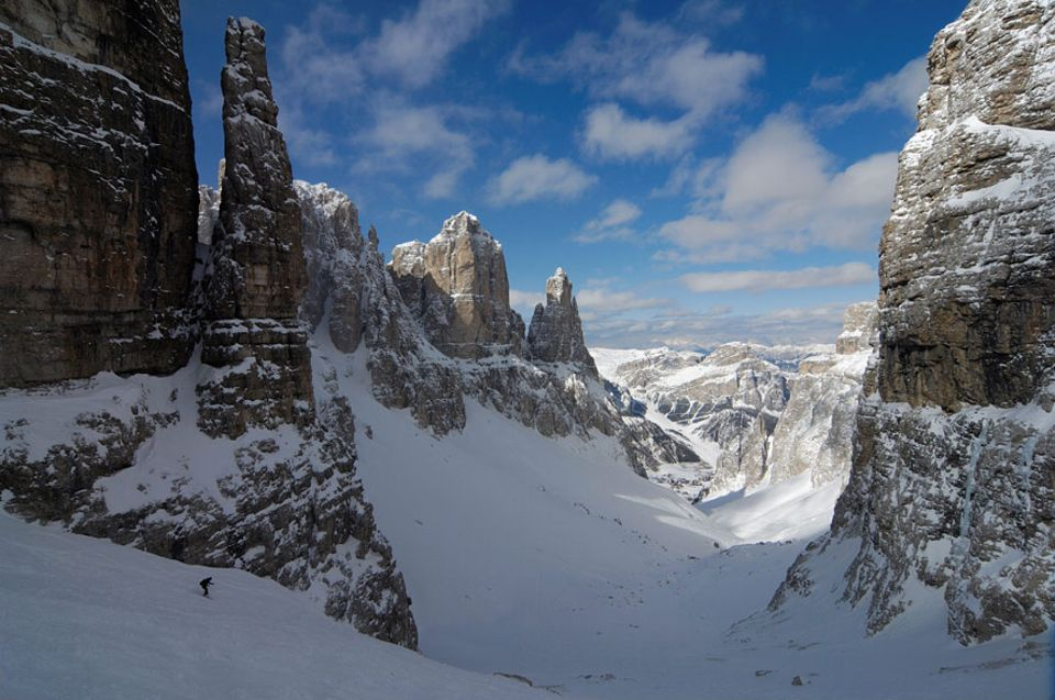 """Almhütten: Wer diese Steilwand bezwingen möchte, benötigt Erfahrung und einen Guide. Vom """"Rifugio Salei"""" ist der Traumhang mit Skiern zu erreichen"""
