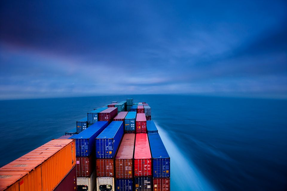 Freihandelsabkommen TTIP: Grenzenloses Geschäft? Der transatlantische Freihandel birgt Risiken, warnen Umwelt- und Verbraucherschützer