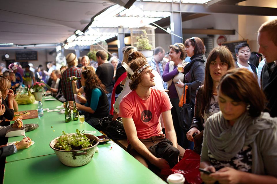 Weltdesignhauptstadt 2014: Der Neighbourgoods Market in der Old Biscuit Mill in Woodstock ist nur einer der angesagten Treffpunkte in Kapstadt