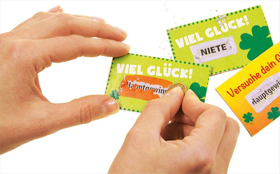 Basteln: Viel Spaß beim Rubbeln! Fingernagel oder Münze genügen