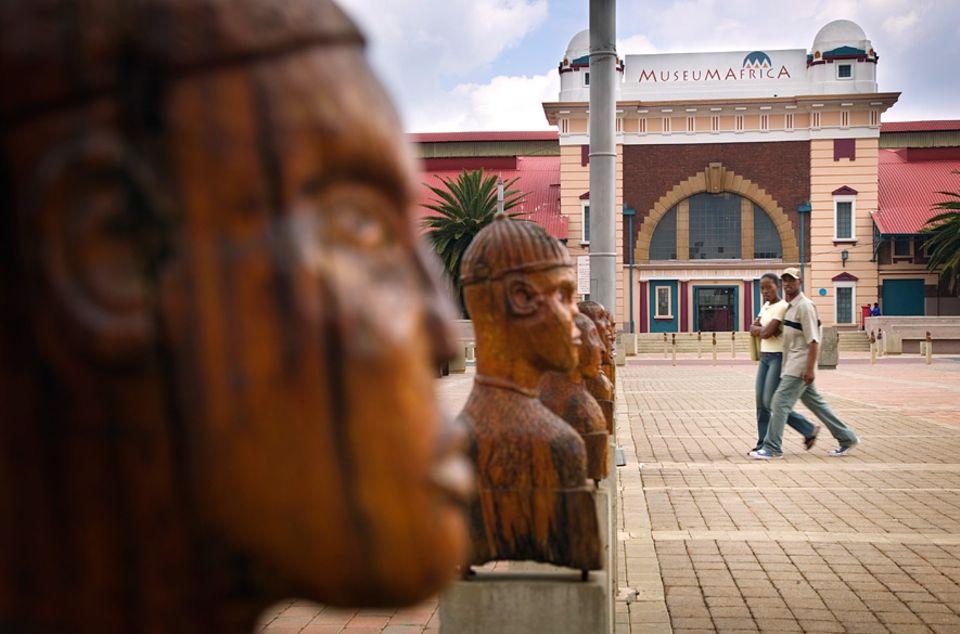Südafrika: Eintauchen in Südafrikas Geschichte: Im Museum Africa in Newtown