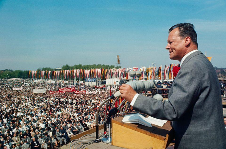 """Weltveränderer: Willy Brandt prägte das heute bekannte Motto """"Wandel durch Annäherung"""" und setzte sich maßgeblich für ein demokratisches Deutschland ein"""