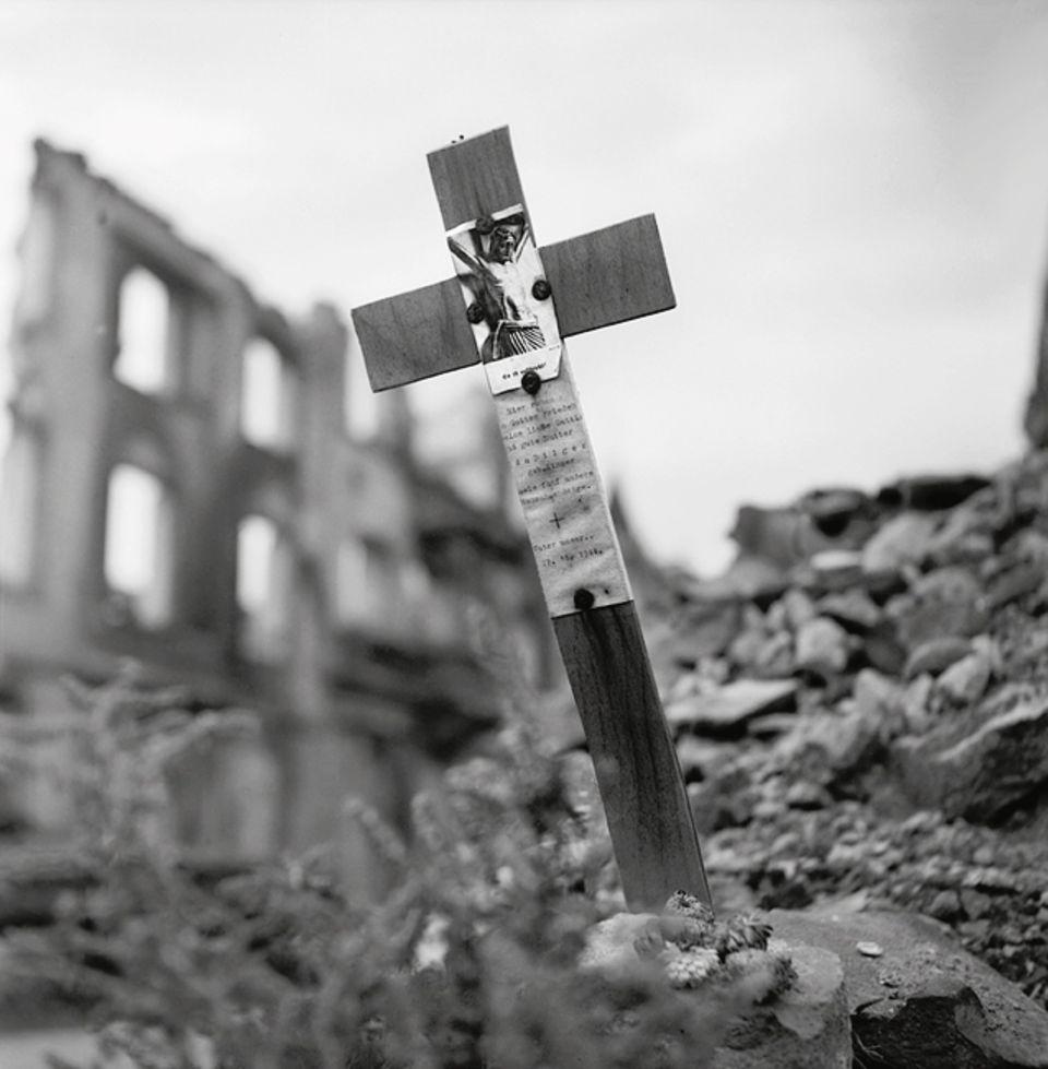 Kriegsende 1945: Etwa 40 Millionen Menschen sind durch den Krieg in Europa umgekommen: auf den Schlachtfeldern, in den Konzentrationslagern, in Städten, die zum Ziel von Bombenangriffen in nie da gewesener Dimension wurden