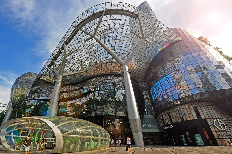Reisetipps Singapur: Futuristisches Shoppingerlebnis - das ION wurde von einem der besten Architektenbüros weltweit entworfen