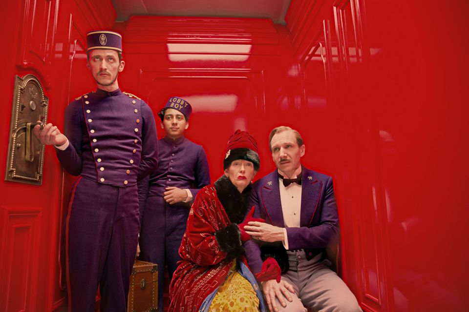 "Städtetrip: Die Akteure aus ""Grand Hotel Budapest"" - dem Kinofilm made in Görlitz: Gustave H. (Ralph Fiennes), Zero Moustafa (Tony Revolori), Madame D. (Tilda Swinton) in Aktion"