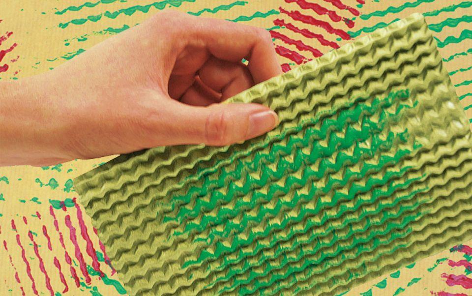 Bastelideen: Verrückte Muster entstehen mit Wellpappe