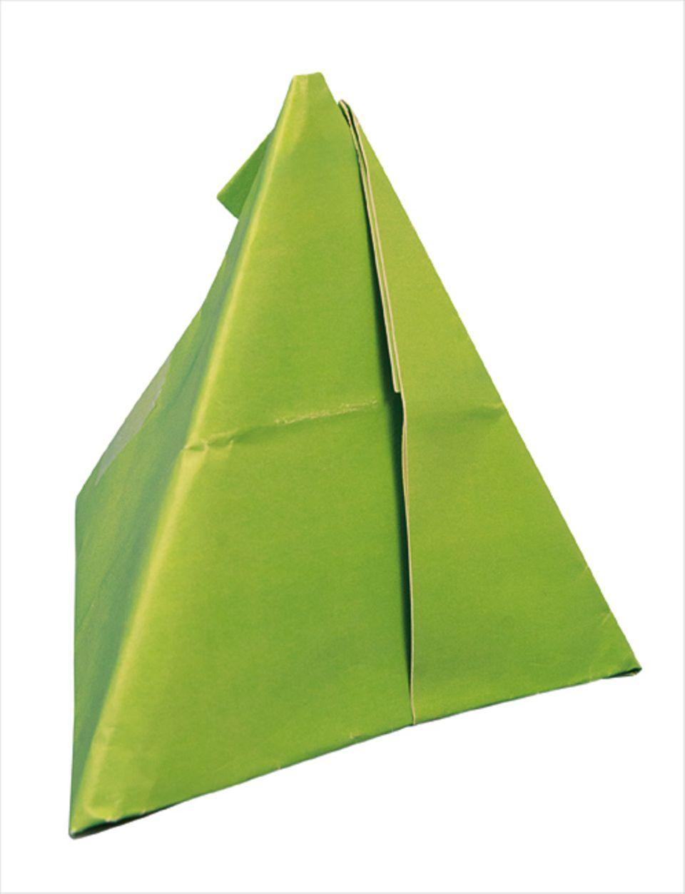 Mathematik: So eine Pyramide kann man ganz schnell aus einem Blatt Papier basteln