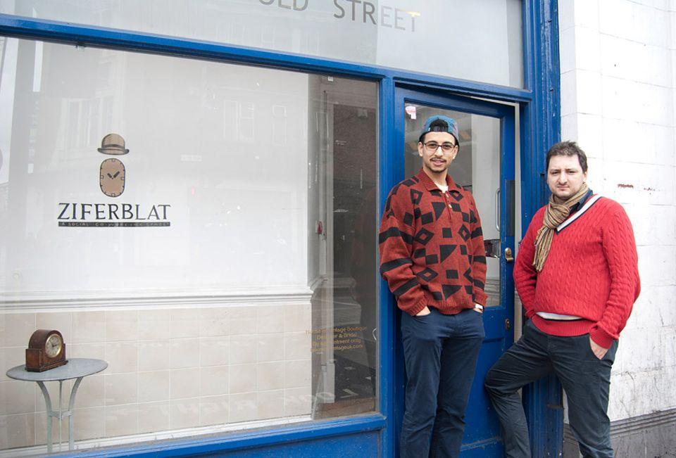 """London: Die zwei festen Mitarbeiter des Londoner Zeitcafés """"Ziferblat"""" Jona und Tom kümmern sich um den reibungslosen Ablauf, während Besitzer Ivan Meetin in New York nach einer passenden Location für das 11. """"Ziferblat"""" sucht"""