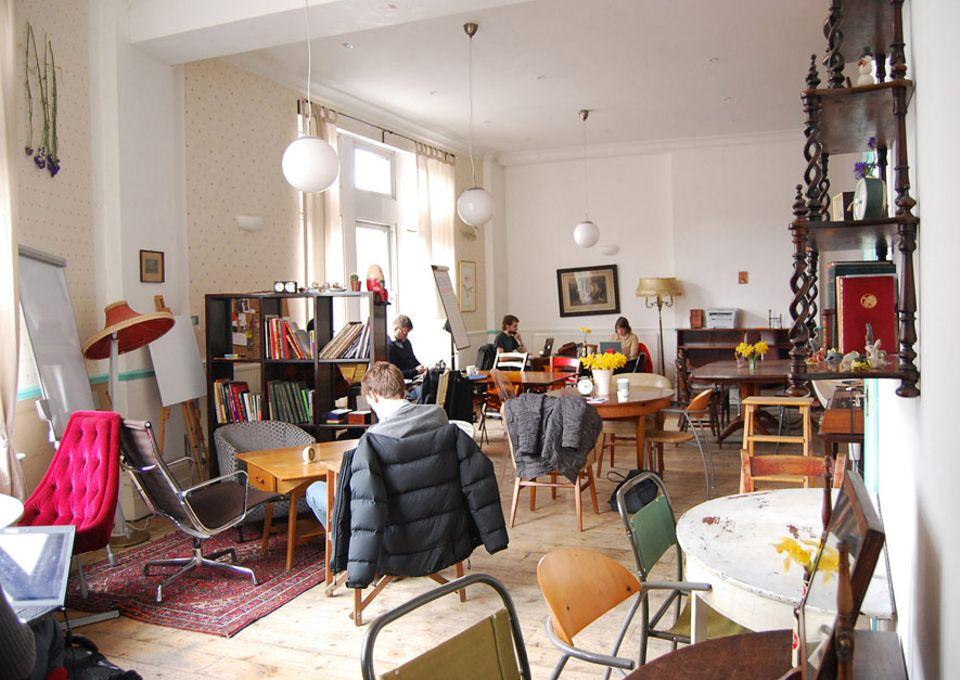 London: Unter der Woche haben die Besucher freie Platzwahl, am Wochenende hingegen müssen sie auch mal vorlieb mit einem Stehplatz in der Küche nehmen